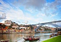 Biskupi pałac i Dom Luis most, Porto Zdjęcie Stock