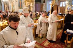 Biskupia usługa w Ortodoksalnym kościół w mieście Gomel Biskup Stephen Obrazy Royalty Free