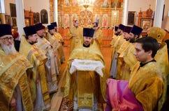 Biskupia usługa w Ortodoksalnym kościół w mieście Gomel Biskup Stephen Zdjęcie Stock