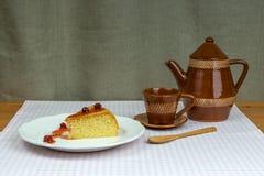 Biskwitowy domowej roboty agrestowy dżem, filiżanka i garnek, Obrazy Stock