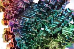 Bismut - de achtergrond van het regenboogmetaal Stock Foto's