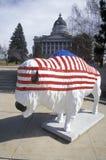 Bison gemalt mit amerikanischer Flagge, Gemeinschaftskunstprojekt, Winter Olympics, Zustandskapitol, Salt Lake City, UT Lizenzfreie Stockbilder