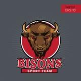 Bison Head Logo Mascot Emblem Lag för amuletthögskolasportar, tjurskolalogo, tryckT-tröja royaltyfri illustrationer