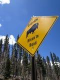 Bison i vägmärke arkivbild