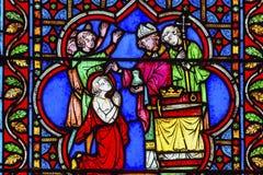 Bispo Blessing King Stained Notre de vidro Dame Paris France imagens de stock