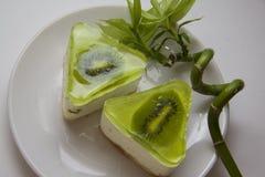 Bisquits del soufflè con il kiwi Fotografia Stock