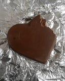 Biss-Schokolade mit Papier Lefroy-Hintergrund Lizenzfreies Stockbild