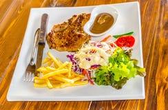 Bistecca arrostita e verdure Fotografia Stock