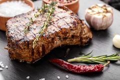 Bistecca arrostita Seasoned immagine stock