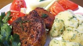 Bistecca con le patate ed i pomodori Fotografia Stock Libera da Diritti