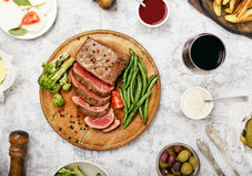 Bistecca con vetro di vino rosso Immagini Stock