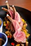 Bistecca cotta dell'agnello di piatto principale Immagini Stock