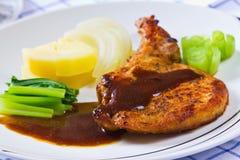Bistecca cotta gastronomica (nervatura marinata di porco) fotografie stock libere da diritti