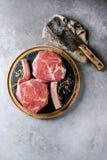 Bistecca cruda del tomahawk immagini stock libere da diritti