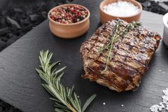 Bistecca cucinata Seasoned immagine stock libera da diritti