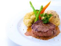 Bistecca del filetto sulla zolla bianca Fotografie Stock