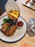 Bistecca del pollo con le verdure immagine stock
