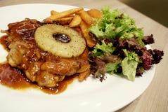 Bistecca del pollo con le verdure Immagini Stock Libere da Diritti