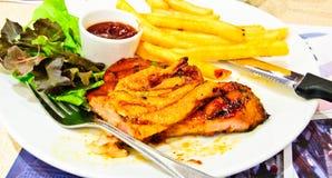 Bistecca del porco con salsa Fotografia Stock