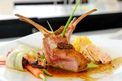 Bistecca dell'agnello con la salsa di pepe nero Fotografia Stock Libera da Diritti