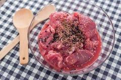 Bistecca della carne di maiale con le spezie e le erbe Fotografia Stock
