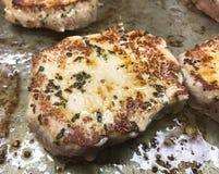 Bistecca di Angus fritta su olio vegetale sulla colata del ferro fotografia stock libera da diritti