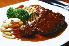 Bistecca di bistecca con l'osso immagini stock libere da diritti