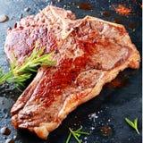 Bistecca di bistecca con l'osso arrostita deliziosa Immagini Stock