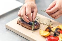 Bistecca di bistecca con l'osso cotta Immagini Stock