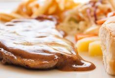 Bistecca di braciola di maiale con il sugo del pepe nero Fotografie Stock