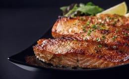 Bistecca di color salmone caramellata Fotografie Stock Libere da Diritti