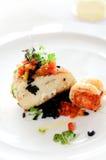 Bistecca di color salmone con le verdure fotografia stock libera da diritti