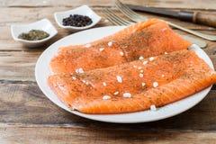 Bistecca di color salmone fresca fotografia stock