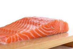 Bistecca di color salmone fresca fotografie stock libere da diritti