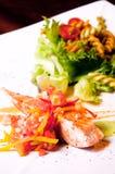 Bistecca di color salmone su priorità bassa bianca fotografie stock