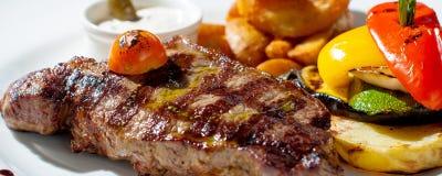 Bistecca di lombata cotta Immagine Stock