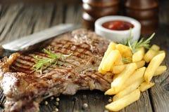 Bistecca di lombata cotta Immagini Stock