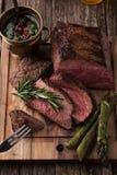 Bistecca di manzo arrostita rara media affettata Fotografia Stock Libera da Diritti