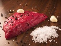 Bistecca di manzo con gli ingredienti Immagine Stock