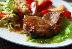 Bistecca di manzo con le verdure immagini stock