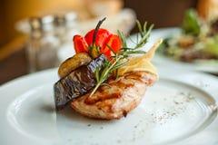 Bistecca di manzo con le verdure arrostite Fotografia Stock Libera da Diritti