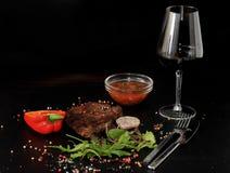 Bistecca di manzo cotta della carne sul piatto Fotografia Stock