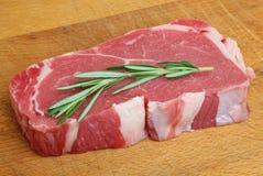 Bistecca di manzo cruda del controfiletto Fotografie Stock