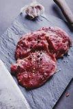 Bistecca di manzo grezza Immagini Stock