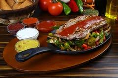Bistecca di manzo squisita con la verdura cotta Fotografia Stock