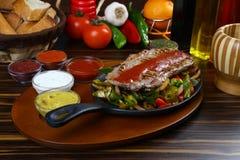 Bistecca di manzo squisita con la verdura cotta Fotografie Stock
