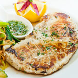 Bistecca di Sworfish con le verdure cotte a vapore Immagini Stock
