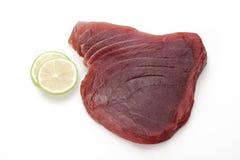 Bistecca di tonno cruda, primo piano Immagine Stock