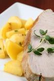 Bistecca e patate di sgombro dell'arrosto Immagini Stock Libere da Diritti