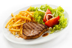 Bistecca e patate fritte cotte Immagine Stock Libera da Diritti